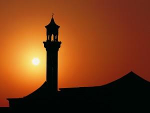 Un minaret la apus de soare