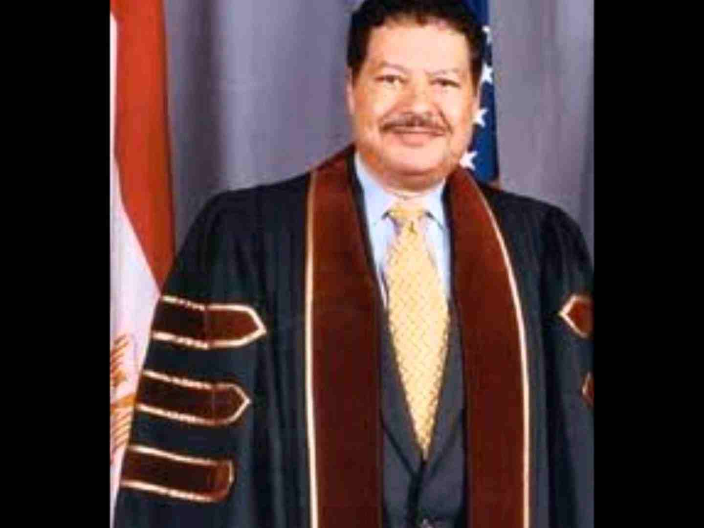 Write a paragraph about ahmed zewail